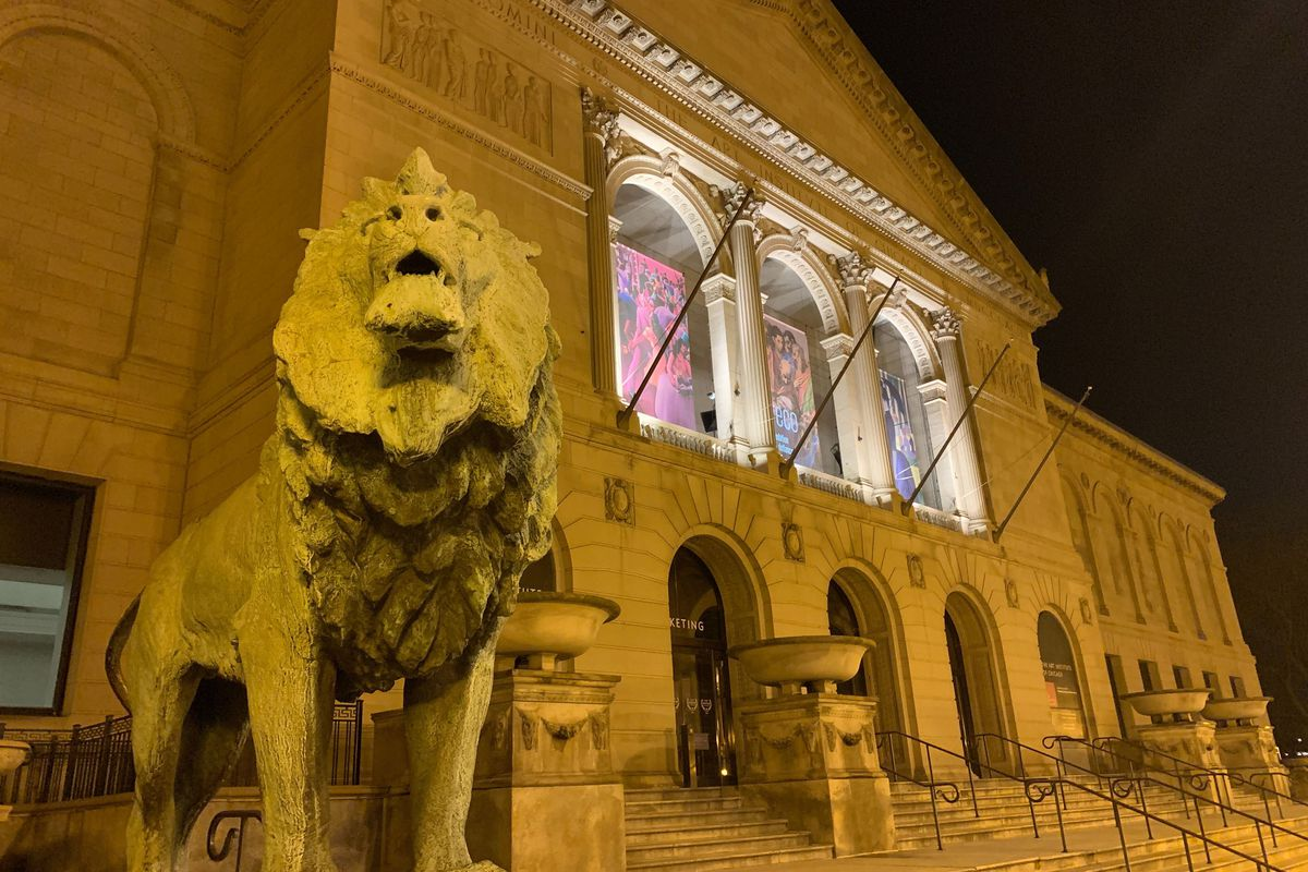 The lion statue which had its face mask stolen.
