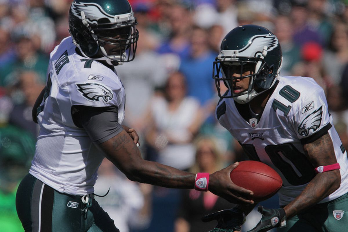 ORCHARD PARK, NY - OCTOBER 09: Michael Vick #7 hands the ball to DeSean Jackson #10 of the Philadelphia Eagles during the first half at Ralph Wilson Stadium on October 9, 2011 in Orchard Park, New York. (Photo by Brody Wheeler/Getty Images)