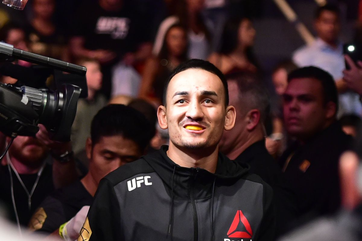 Holloway stops Aldo in 3rd, wins UFC featherweight belt
