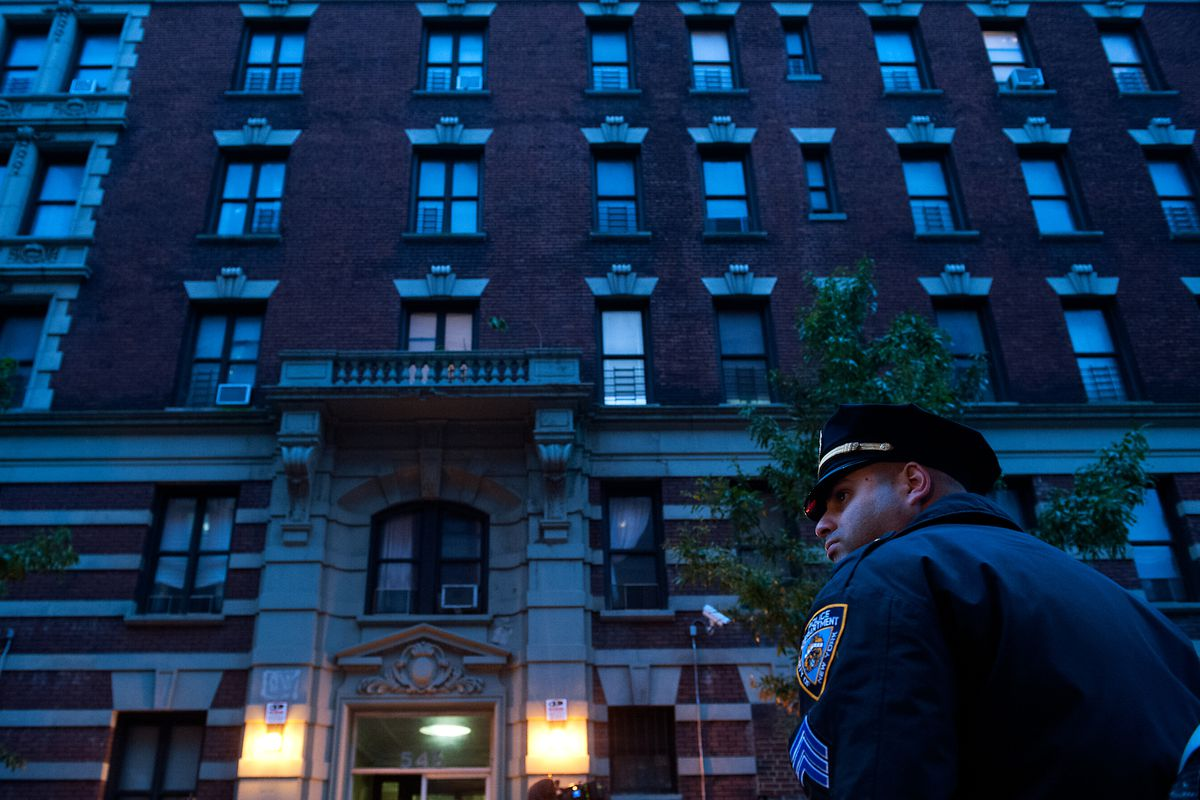 New York City police officers stand outside the apartment building of Dr. Craig Spencer, the New York City patient who has tested positive for Ebola