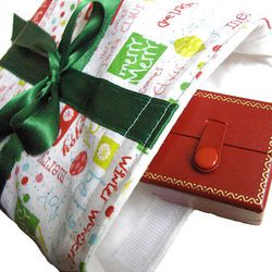 Jessica Okui's lined gift pouch has a Velcro closure. It's perfect for small gifts that need special presentation. Learn how to make this at Okui's crafting blog site, Zakka Life.