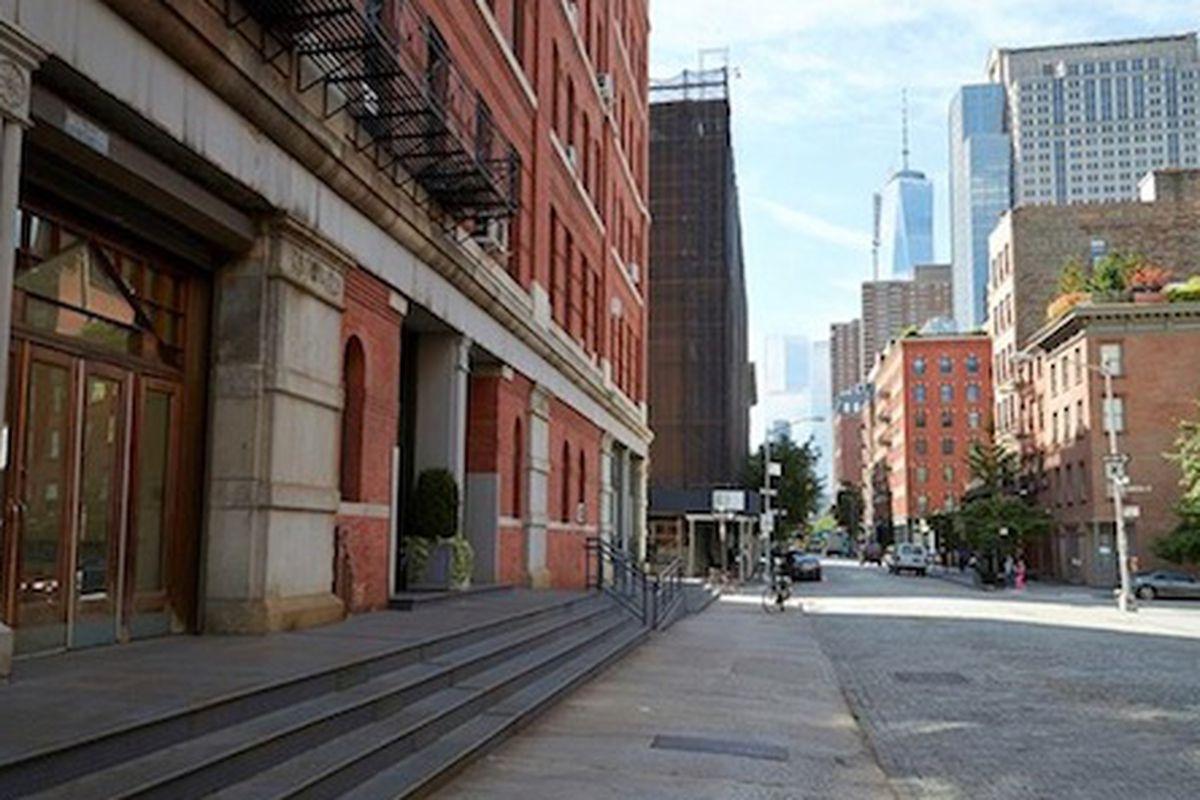 "The Tribeca location; Image via <a href=""http://www.fashiontimes.com/articles/3738/20140318/la-gar%C3%A7onne-open-debut-brick-mortar-store-new-york-city.html"">Fashion Times</a>"