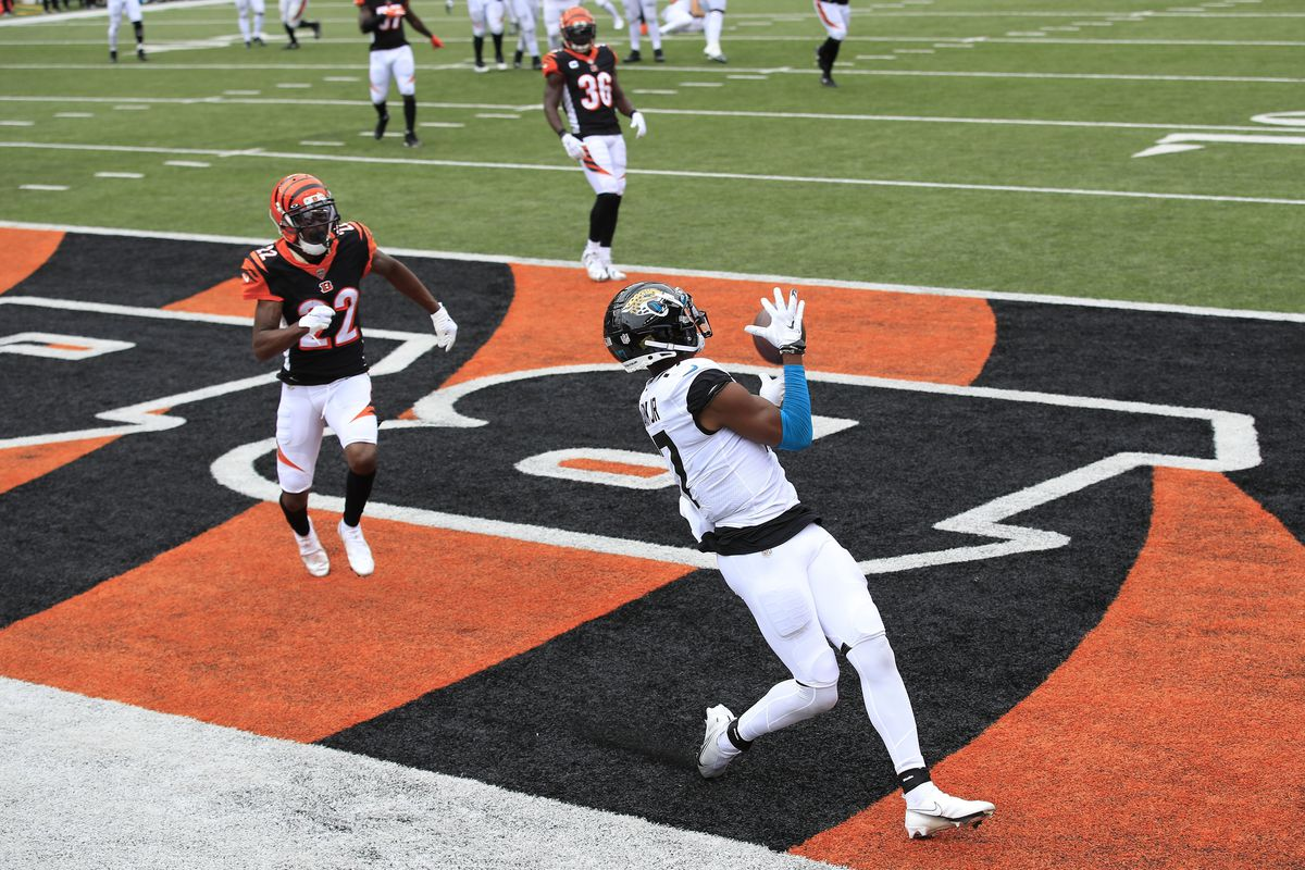 DJ Chark Jr #17 of the Jacksonville Jaguars catches a pass for a touchdown against at the Cincinnati Bengals Paul Brown Stadium on October 04, 2020 in Cincinnati, Ohio.