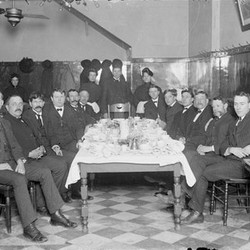 The jurors on the Car Barn Bandits case gathered around a table at breakfast in Chicago in April 1904.