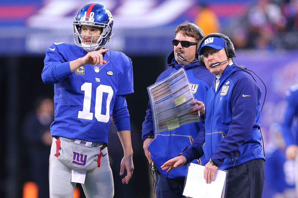 Eli Manning, Ben McAdoo and Tom Coughlin during Sunday's fourth quarter