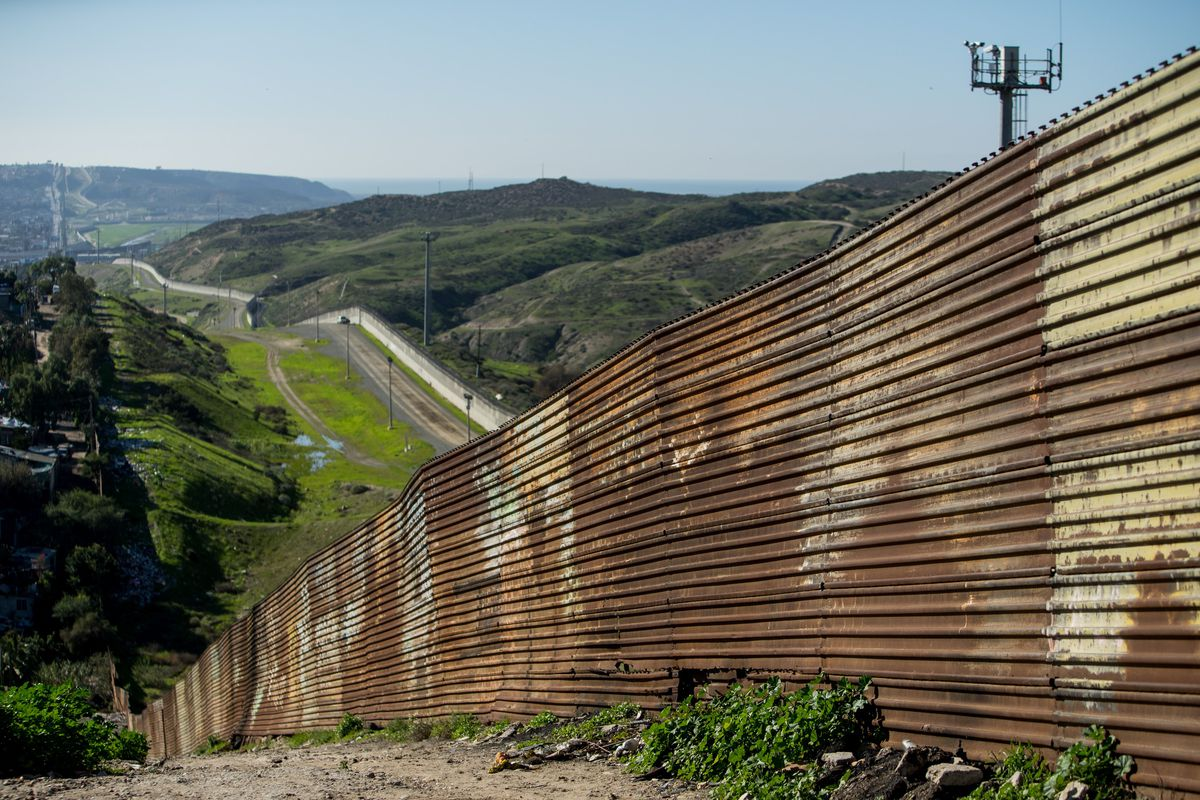 USA border security act supports 'Wall' and airport/port security