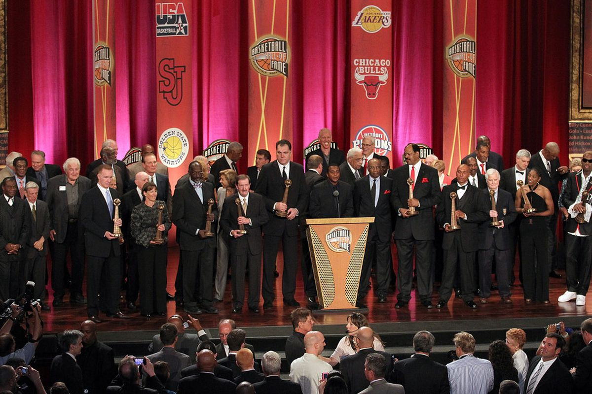 SPRINGFIELD, MA - AUGUST 12:  Members of the Basketball Hall of Fame pose for a photo during the Hall of Fame Enshrinement Ceremony at Symphony Hall on August 12, 2011 in Springfield, Massachusetts. (Photo by Jim Rogash/Getty Images)