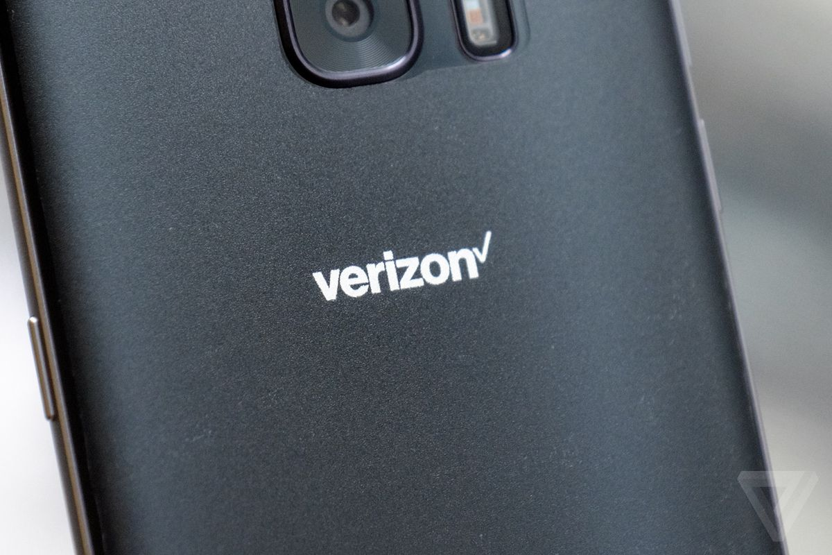 Verizon will temporarily lock phones to its network starting