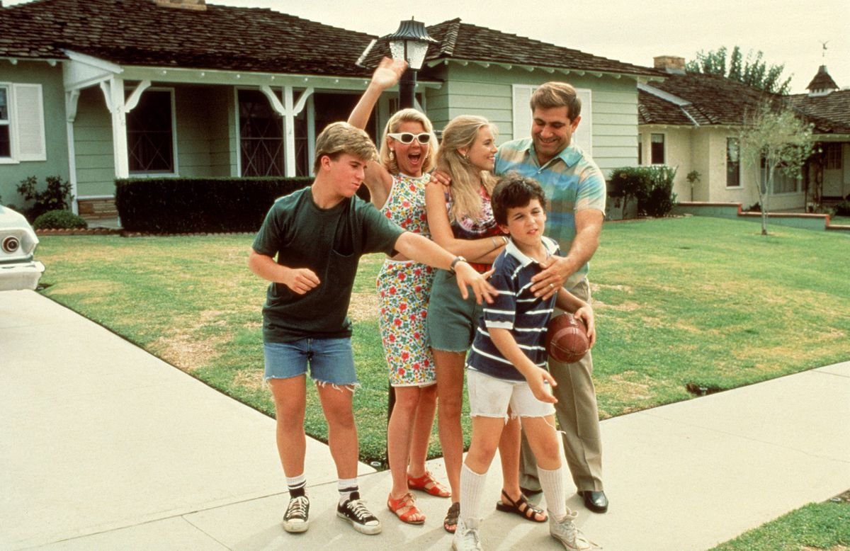 The Wonder Years - the Arnold family in front of their house