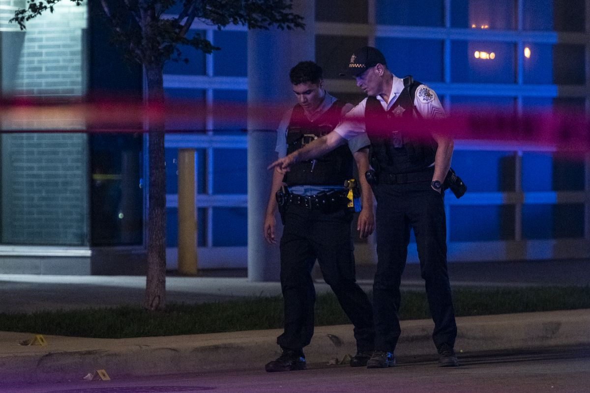 Chicago police work the scene where two people were shot in the 800 block of West Montrose Avenue, in the Uptown neighborhood, Monday, July 5, 2021. | Tyler LaRiviere/Sun-Times