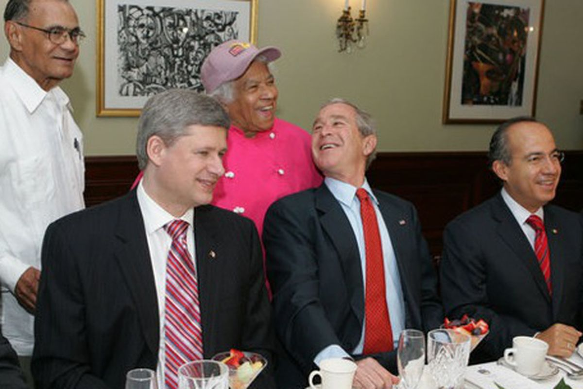 Leah Chase in 2008 with President Stephen Harper of Canada, President George W Bush and President Felipe Calderon of Mexico.