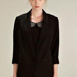 "<b>Oasis</b> single-breasted crepe tuxedo jacket, <a href=""http://www.oasis-stores.com/Single-Breasted-Crepe-Tuxedo-Jacket/Last-Chance-to-Buy/oasis/fcp-product/3430057701?cm_mmc=linkshare-_-linkbuilder-_-linkbuilder-_-linkbuilder"">$120</a>."