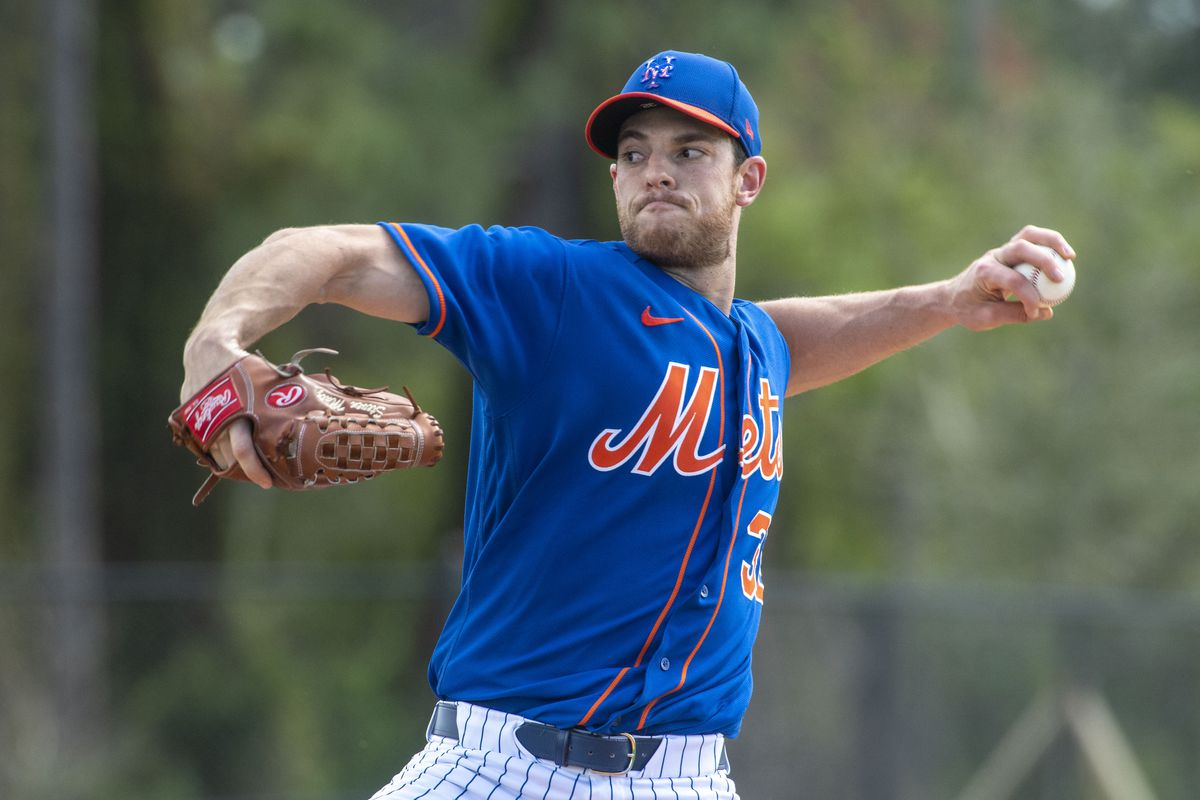 New York Mets left handed pitcher Steven Matz warms up in a spring training workout