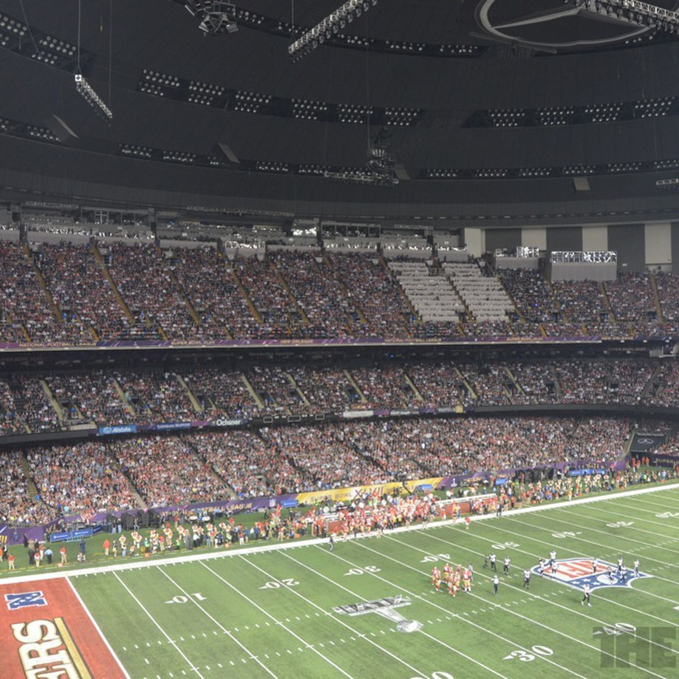 Super Bowl stalls for 35 minutes as Superdome experiences