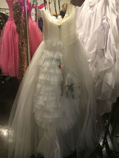 Betsey johnson 39 s sample sale is a whimsical vintage thrift for No back wedding dress