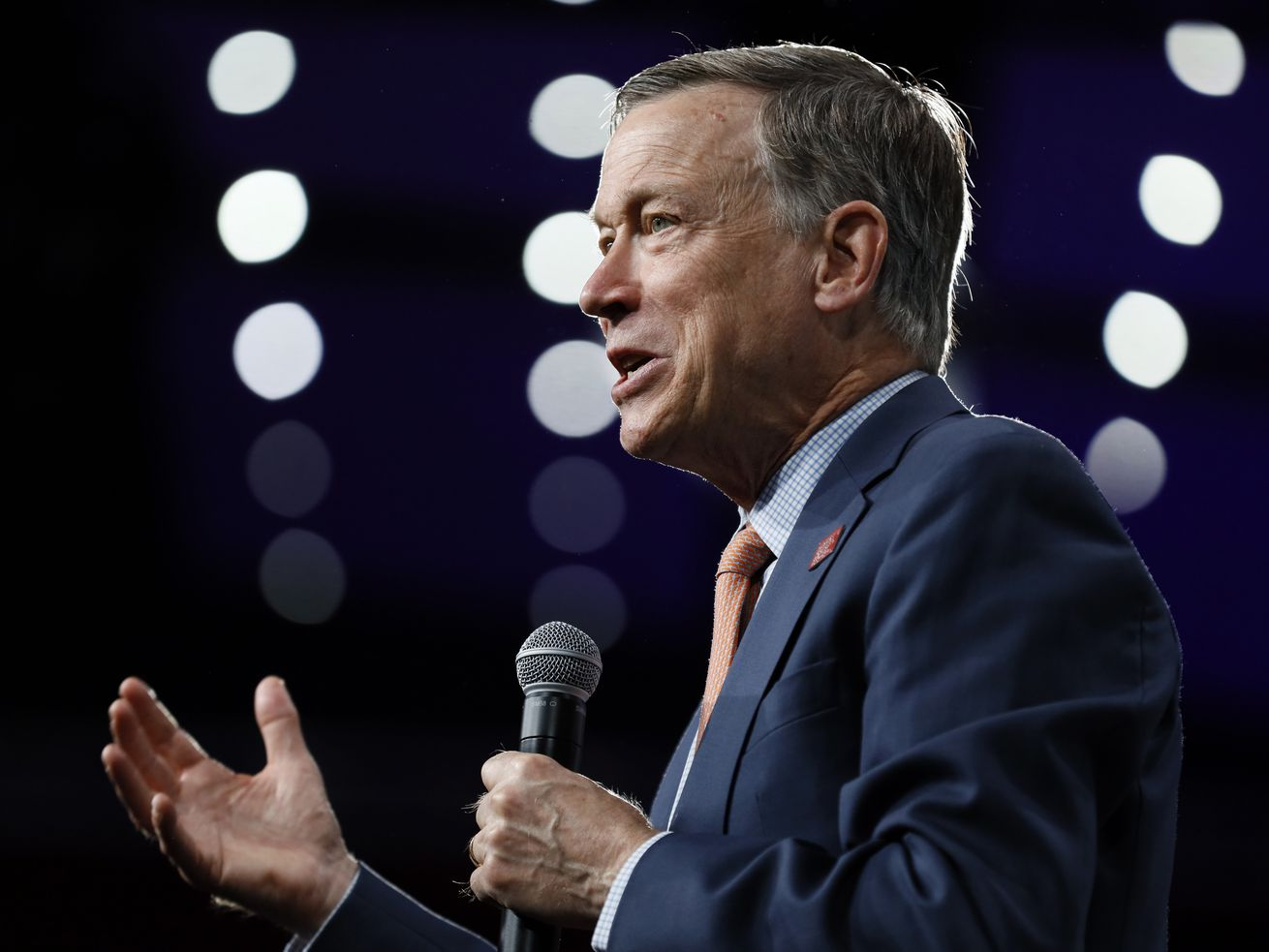 Hickenlooper ends White House bid, mulls Senate run in 2020