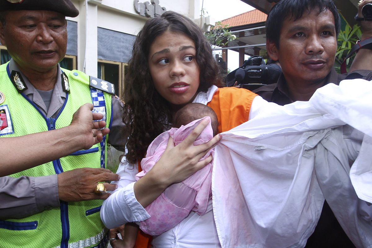 Heather Mack (center) is escorted by police officers as she arrives in the courtroom for her sentencing hearing at a district court in Denpasar, Bali, Indonesia in April 2015.