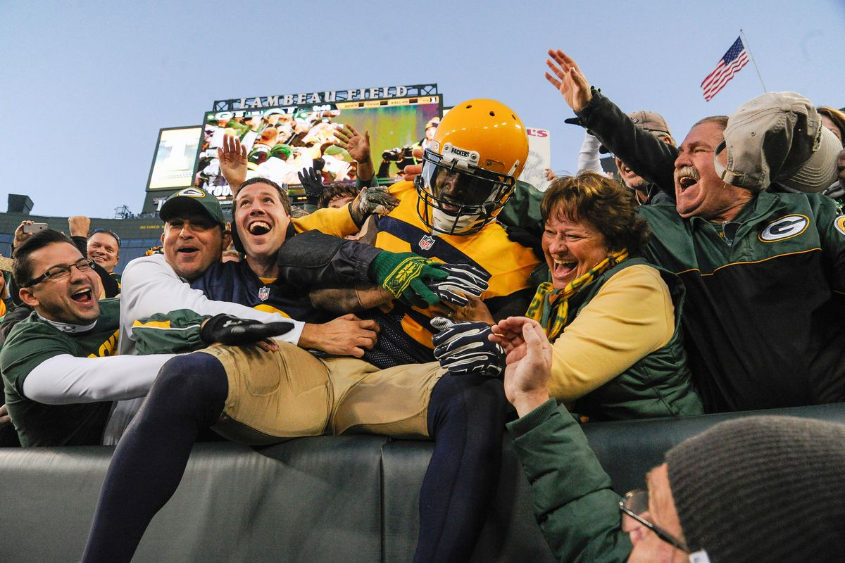 NFL: San Diego Chargers at Green Bay Packers