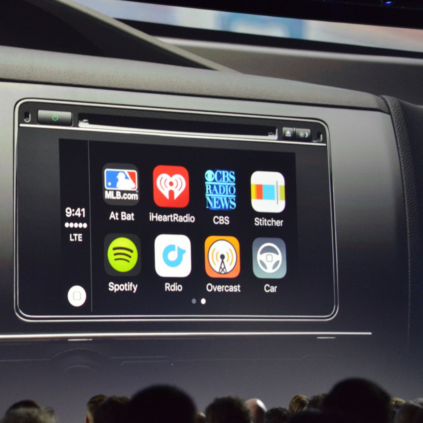 CarPlay is adding support for different display sizes