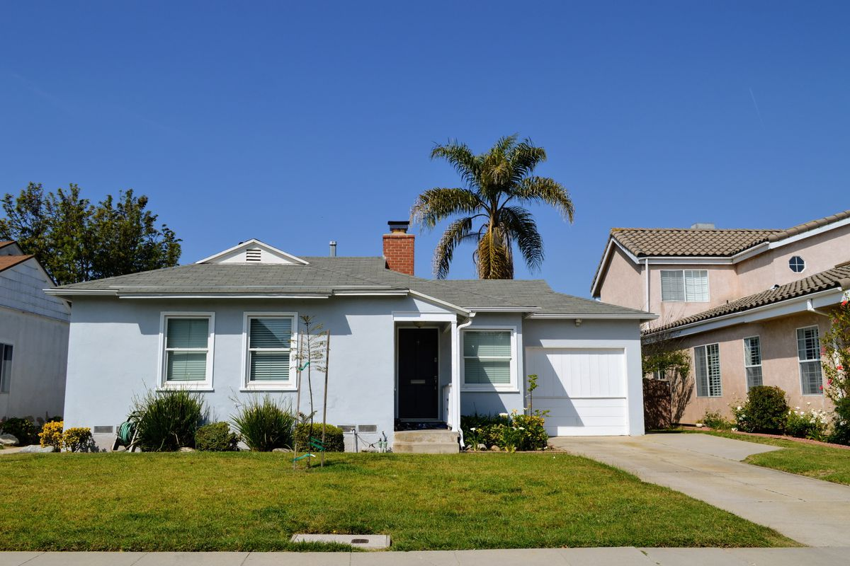 La county median home prices dipped to 565k in october for House prices in los angeles ca