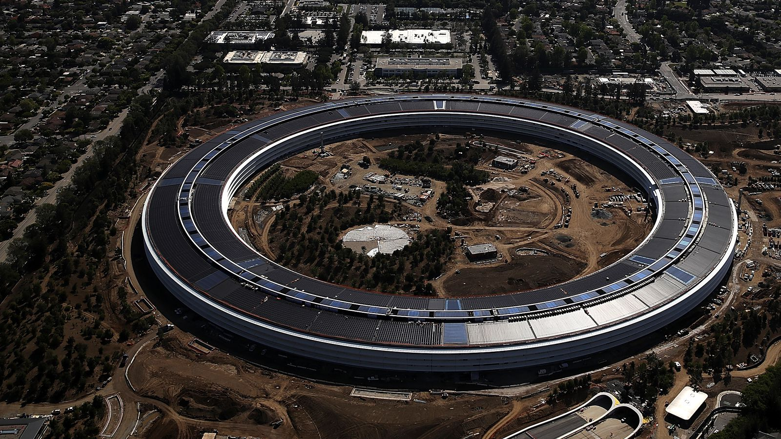 Watch Apple's New 'spaceship' Campus Get Built in Just One Minute