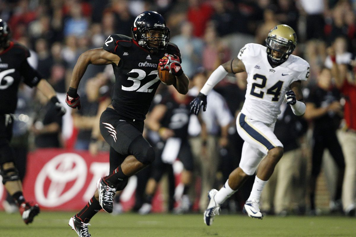 Sep 6, 2012; Cincinnati, OH, USA; Cincinnati Bearcats running back George Winn (32) runs for a touchdown during the first half against the Pittsburgh Panthers at Nippert Stadium. Mandatory Credit: Frank Victores-US PRESSWIRE