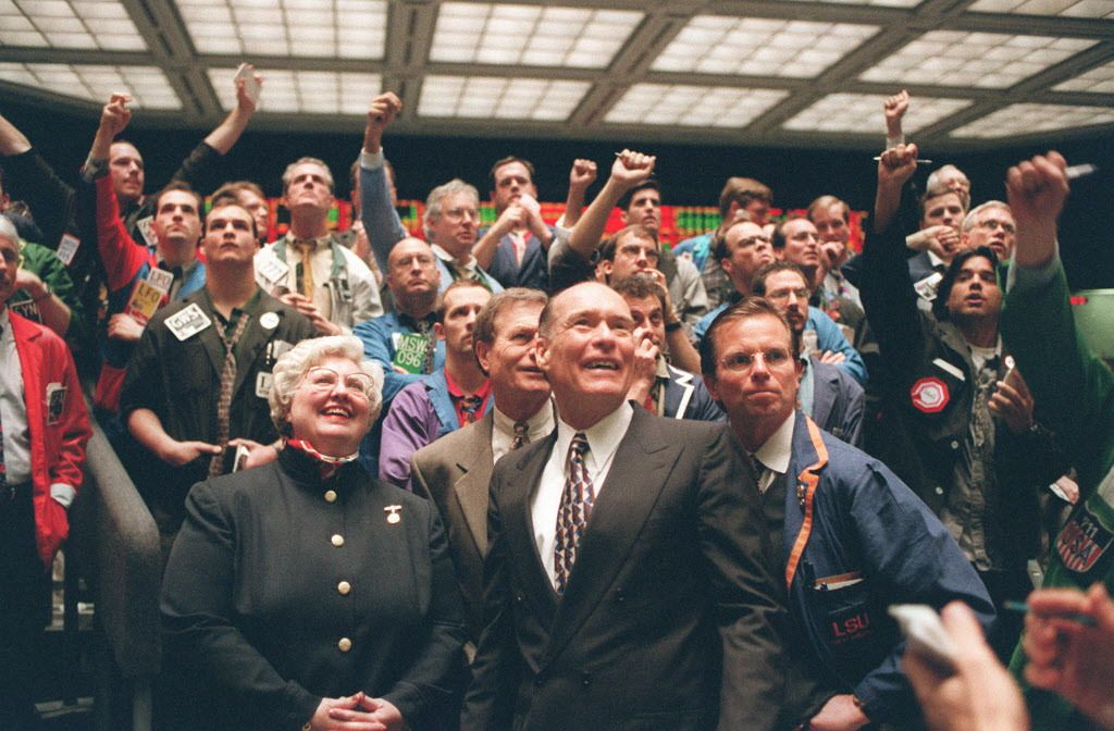 Patrick Arbor (center foreground) in the trading pits at the Chicago Board of Trade in January 1998. | John H. White / Sun-Times