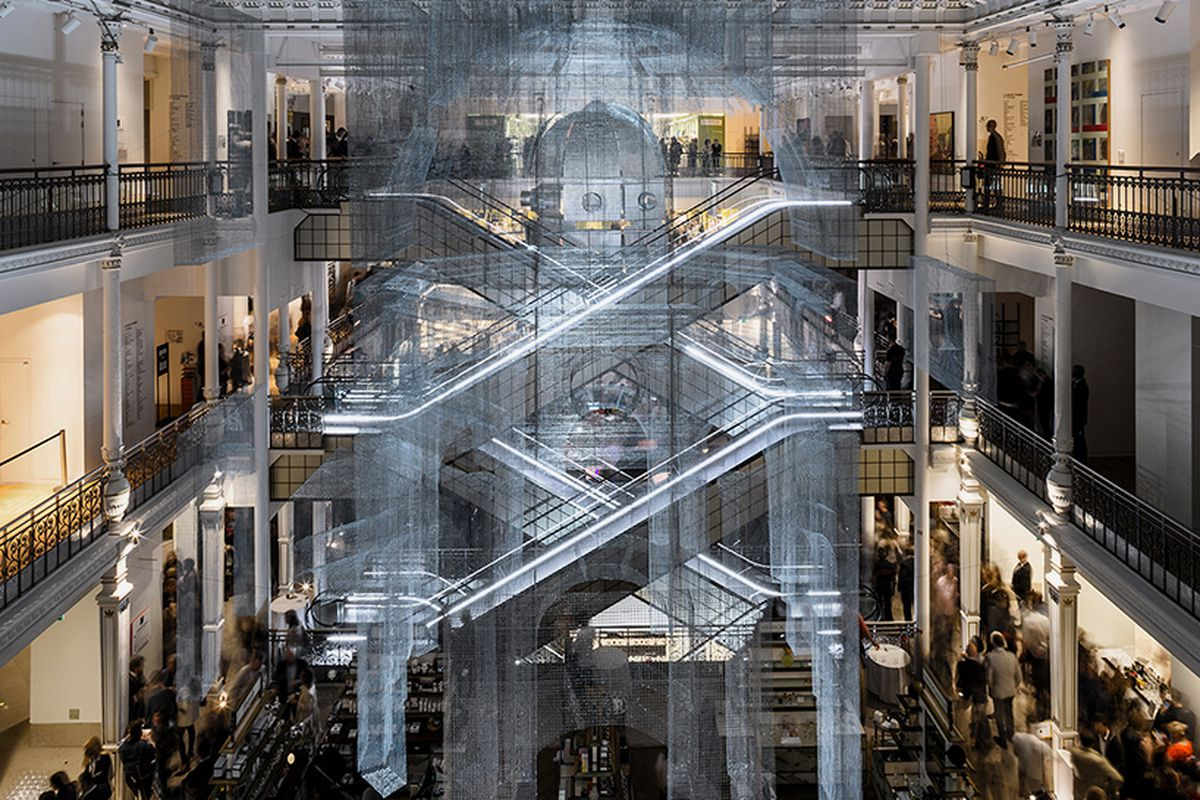 le bon marche sculpture by edoardo tresoldi is. Black Bedroom Furniture Sets. Home Design Ideas