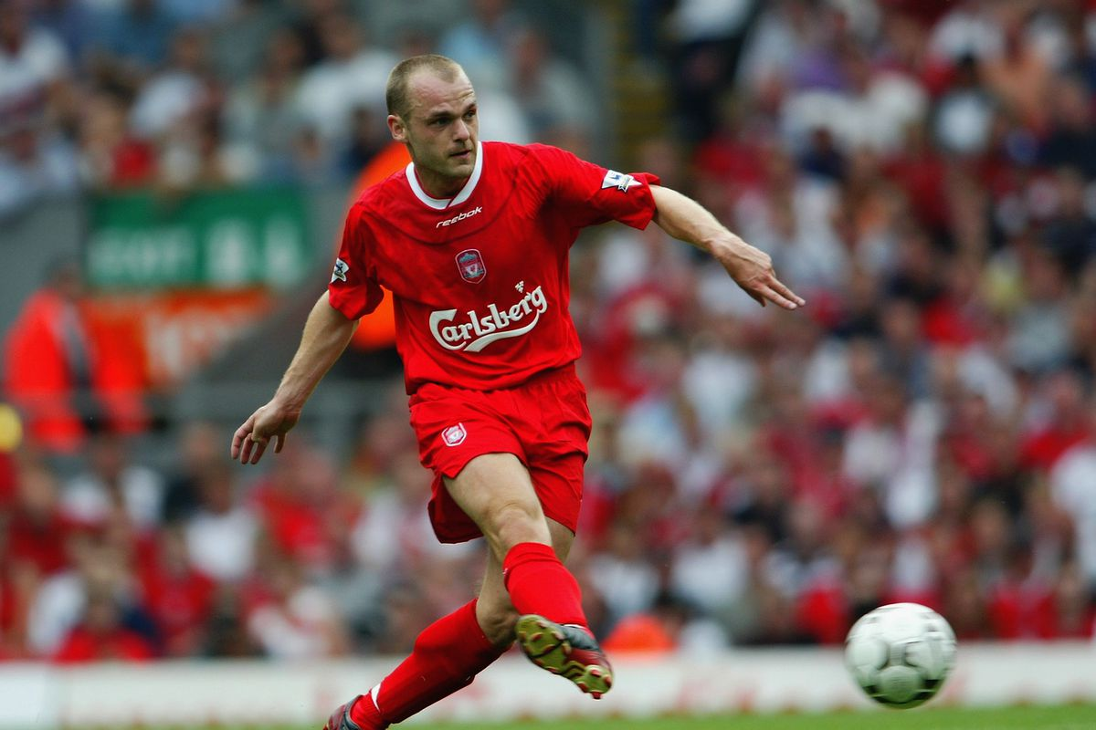 Danny Murphy of Liverpool lays the ball off