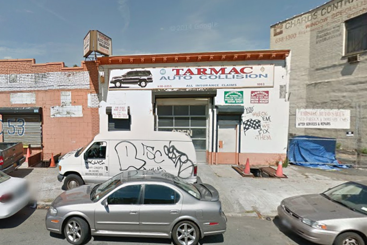 Anatoly Dubinsky, who owns Franklin Park, wants to open a bar here.