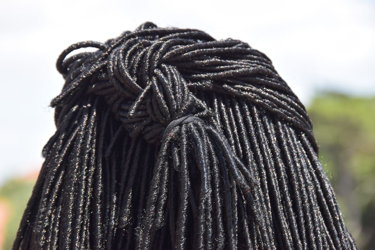 You Wouldnt Want To Get Caught Between >> Dreadlocks Lawsuit A Black Woman Who Lost A Job Offer Because She
