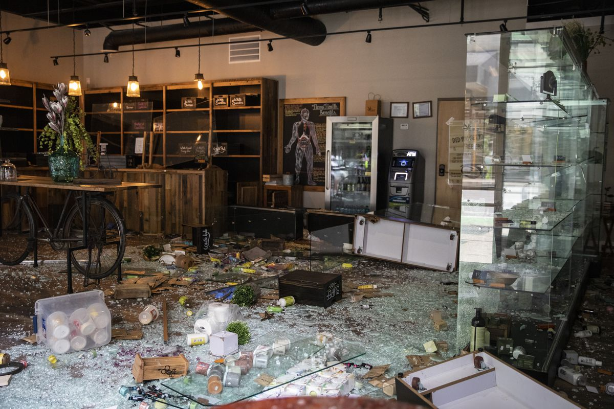 CBD Kratom at 28 E. Randolph St. after looting broke out in the Loop and surrounding neighborhoods overnight, Monday morning, Aug. 10, 2020.