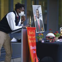 Lamontae Morbley describes Rashad Verner as a friend during a memorial for Rashad Verner at Urban Prep High School at 521 E 35th St in Ida B. Wells / Darrow Homes Tuesday, Oct. 6, 2020.