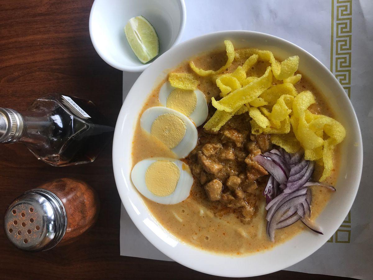 ohn no khao swe at happy myanmar cafe