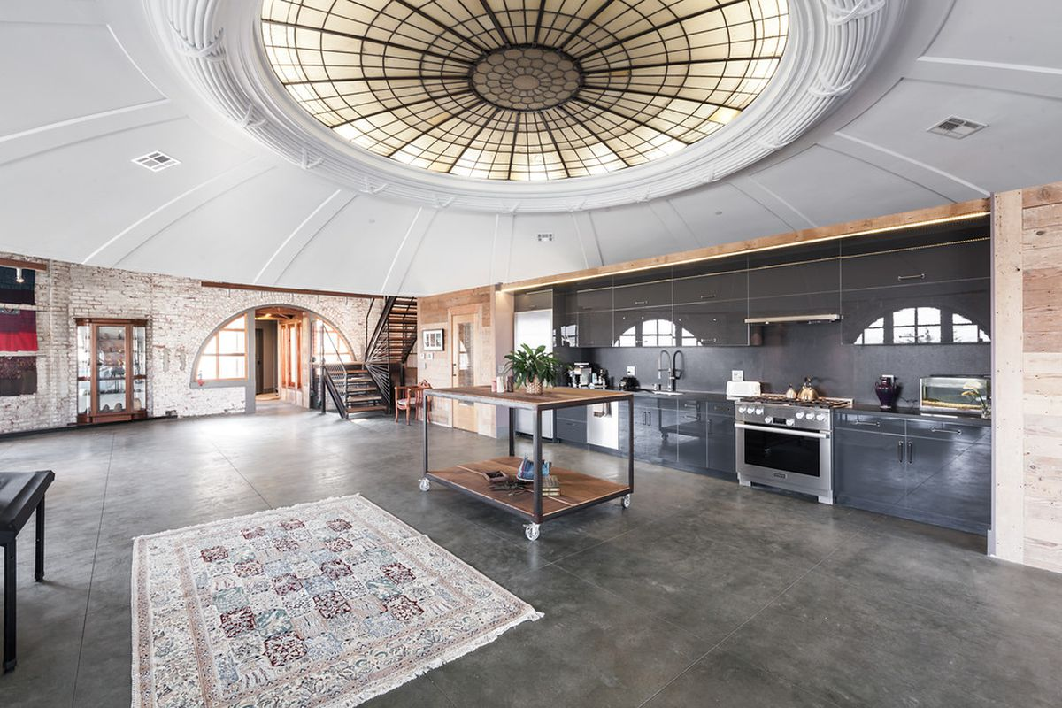 A look inside the penthouse at the lighthouse curbed sf for Light house interior