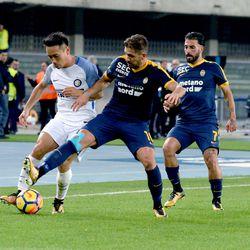 Alessio Cerci (R) of Hellas Verona FC competes with Yuto Nagatomo of FC Internazionale during the Serie A match between Hellas Verona FC and FC Internazionale at Stadio Marc'Antonio Bentegodi on October 30, 2017 in Verona, Italy.