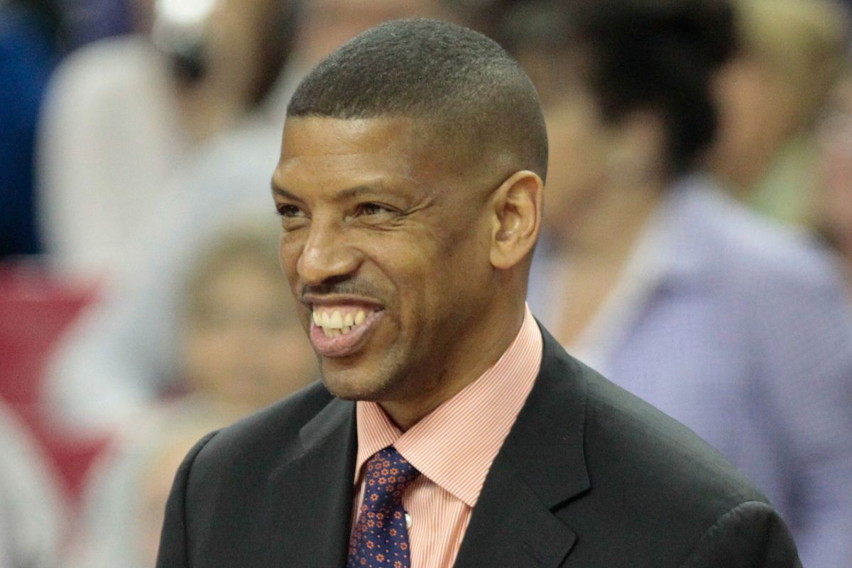 Kevin Johnson waits as Basketball Hall of Fame wel es Class of