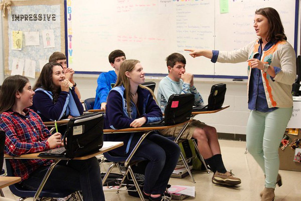 A teacher instructs students in a Tennessee classroom. (Photo courtesy of Tennessee Department of Education)