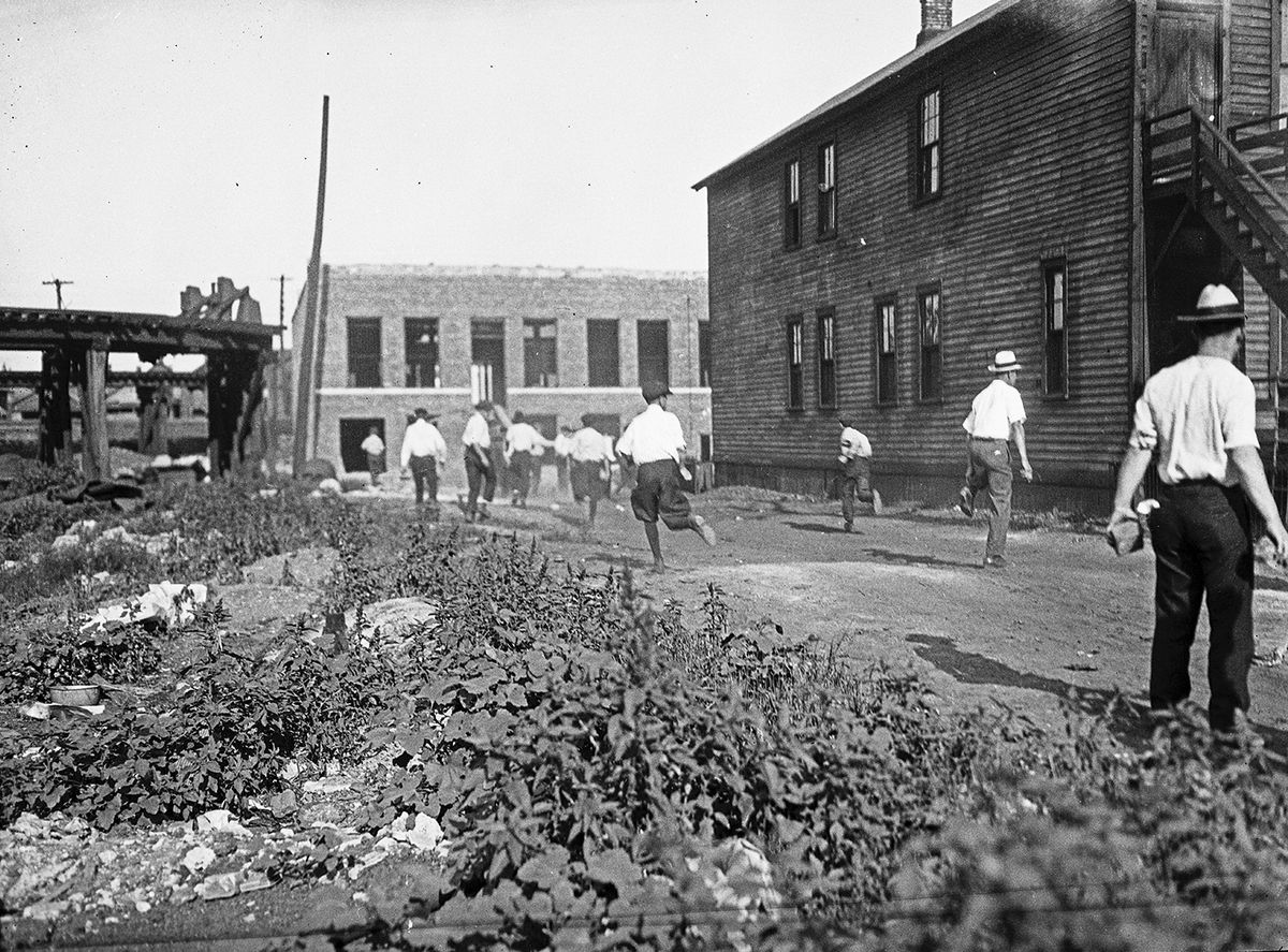 A mob with bricks during the 1919 race riots in Chicago.