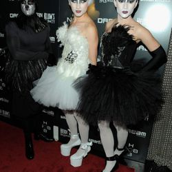 Project Runway designers go for the full Black Swan effect