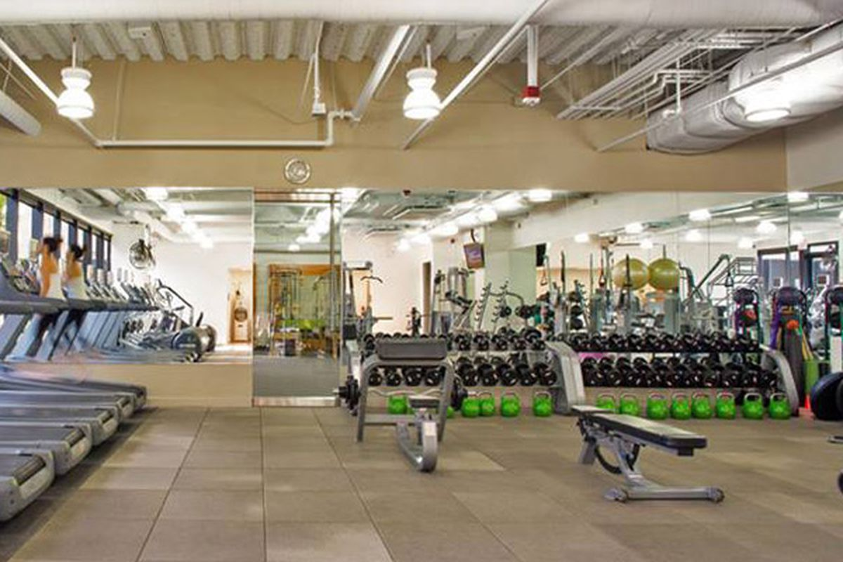 "Image via <a href=""https://www.facebook.com/photo.php?fbid=1498280657083684&amp;set=pb.100007052916135.-2207520000.1418076620.&amp;type=3&amp;theater"">Oak Fitness</a>/Facebook"