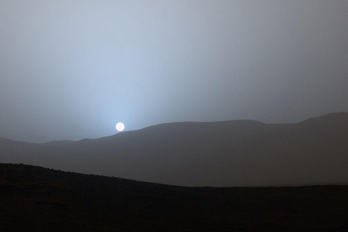 Nasa 39 s curiosity rover has captured a gorgeous blue - Mars sunset wallpaper ...