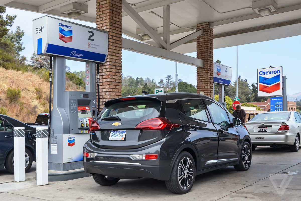 The Chevy Bolt Electric Car Will Start At 29 995 After A Federal Tax Credit Of 7 500 Gm Announced Today For Almost Year Had Been Saying That