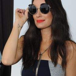 Catt Sadler trying on sunnies at the shopping event