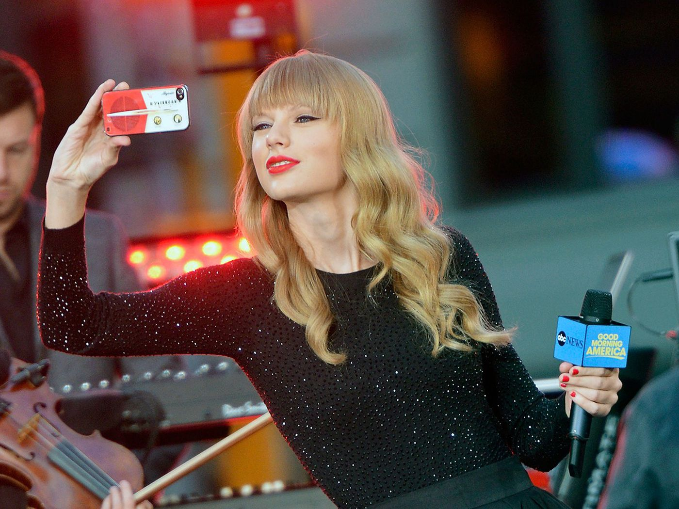 A Brief History Of Pop Stars Shilling For Cellphone Companies The Ringer