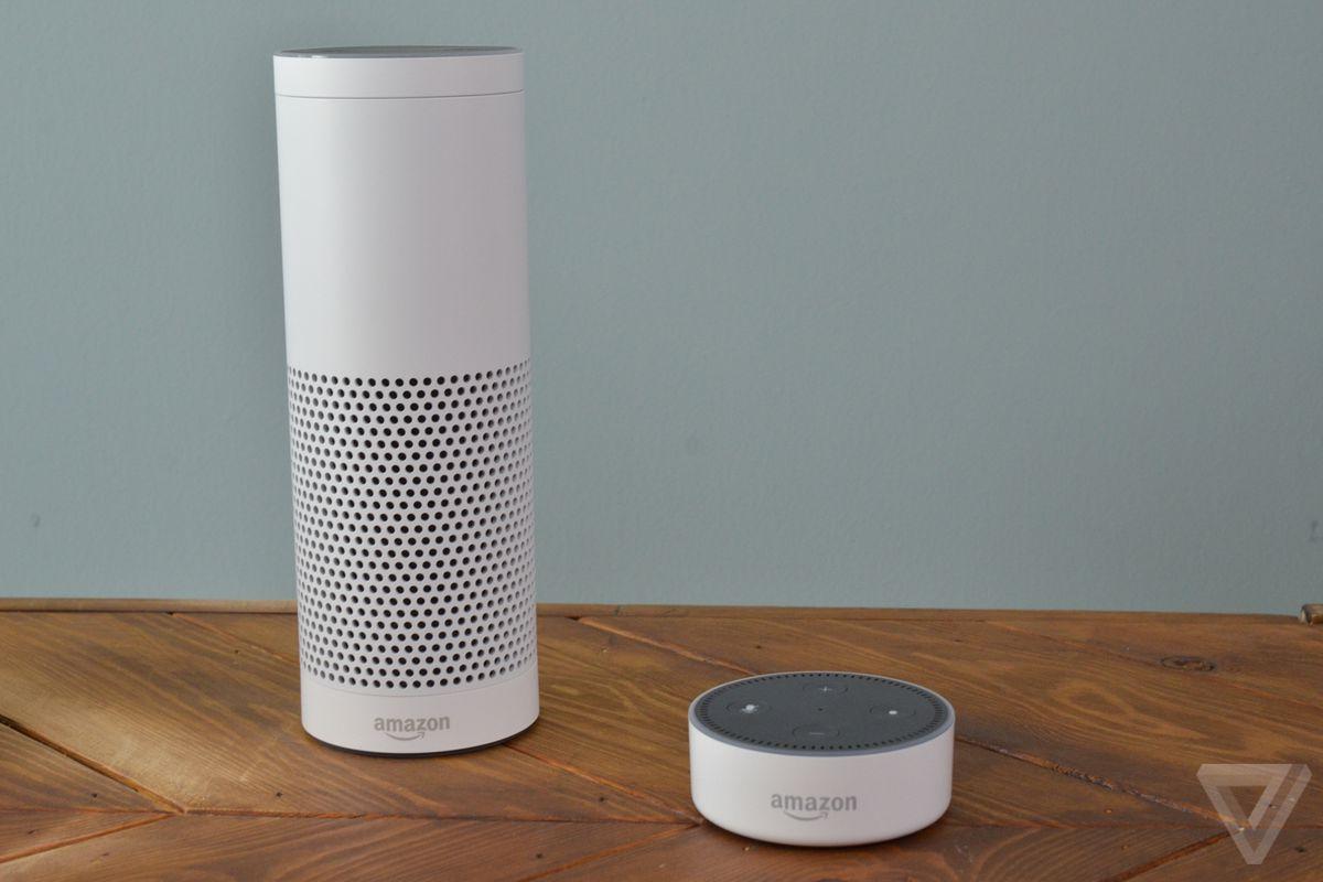 Amazon Echo white hands-on photos