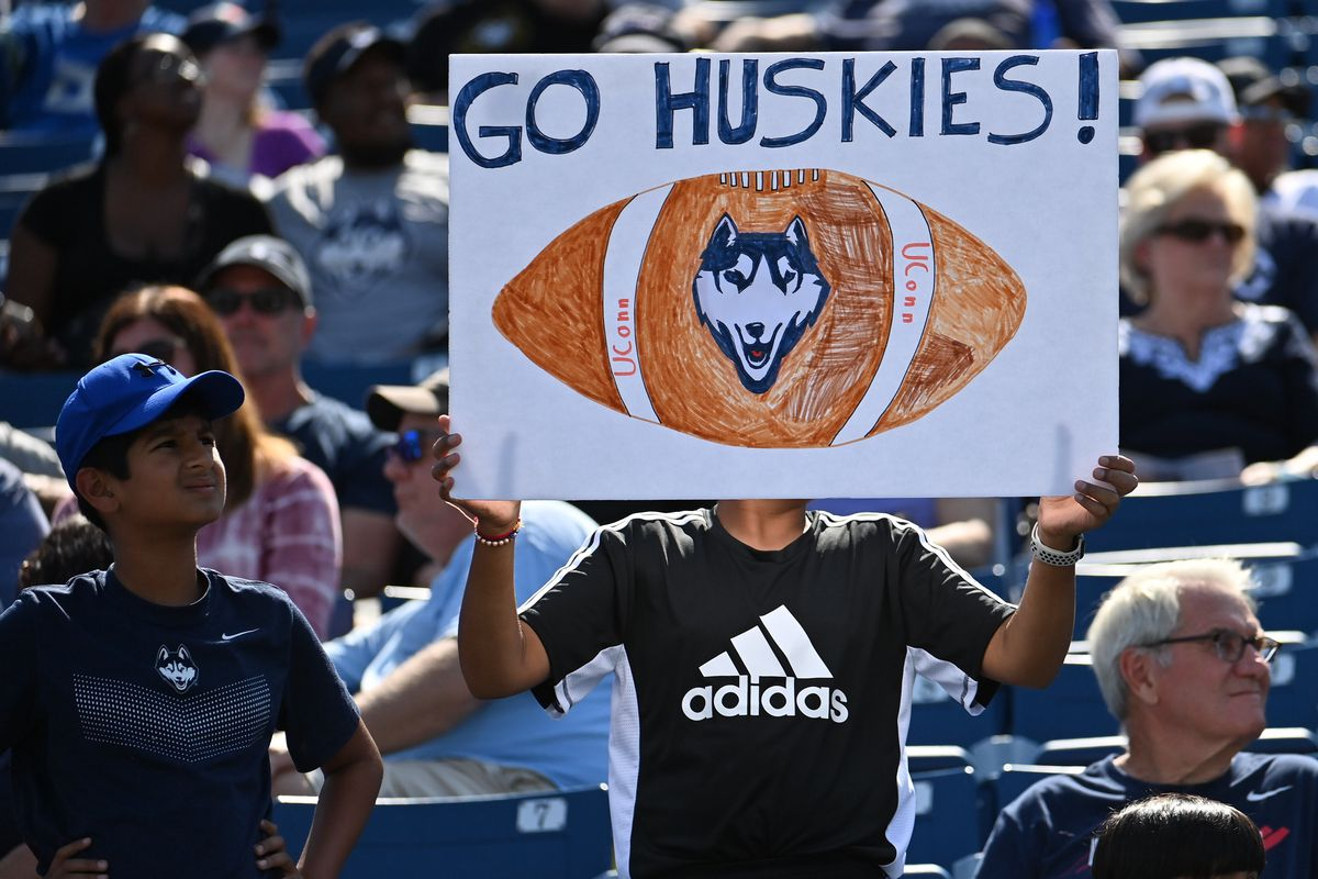 COLLEGE FOOTBALL: SEP 04 Holy Cross at UConn