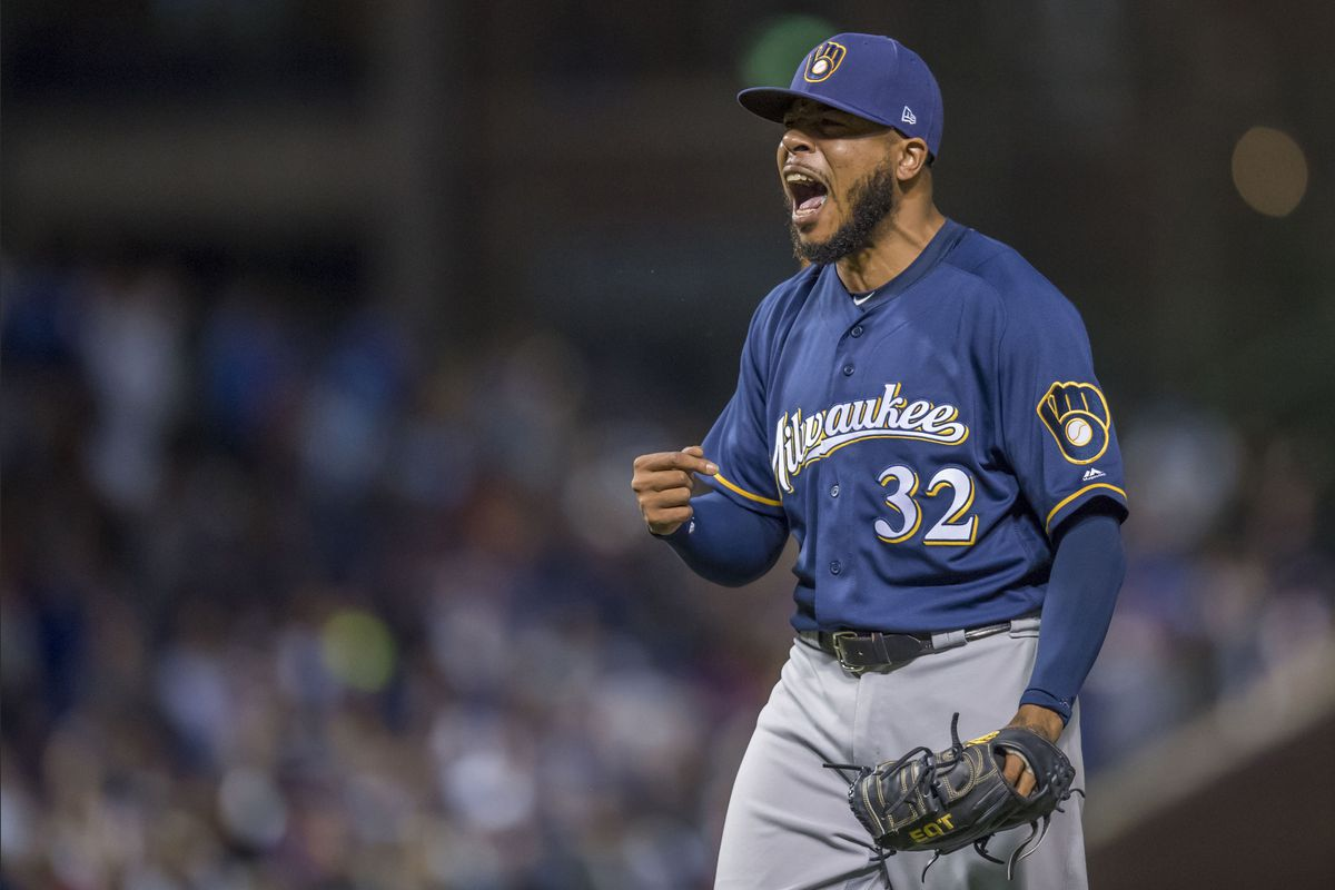 29e5792a440 MLB Playoffs  The Brewers win a big one in Chicago - Over the Monster