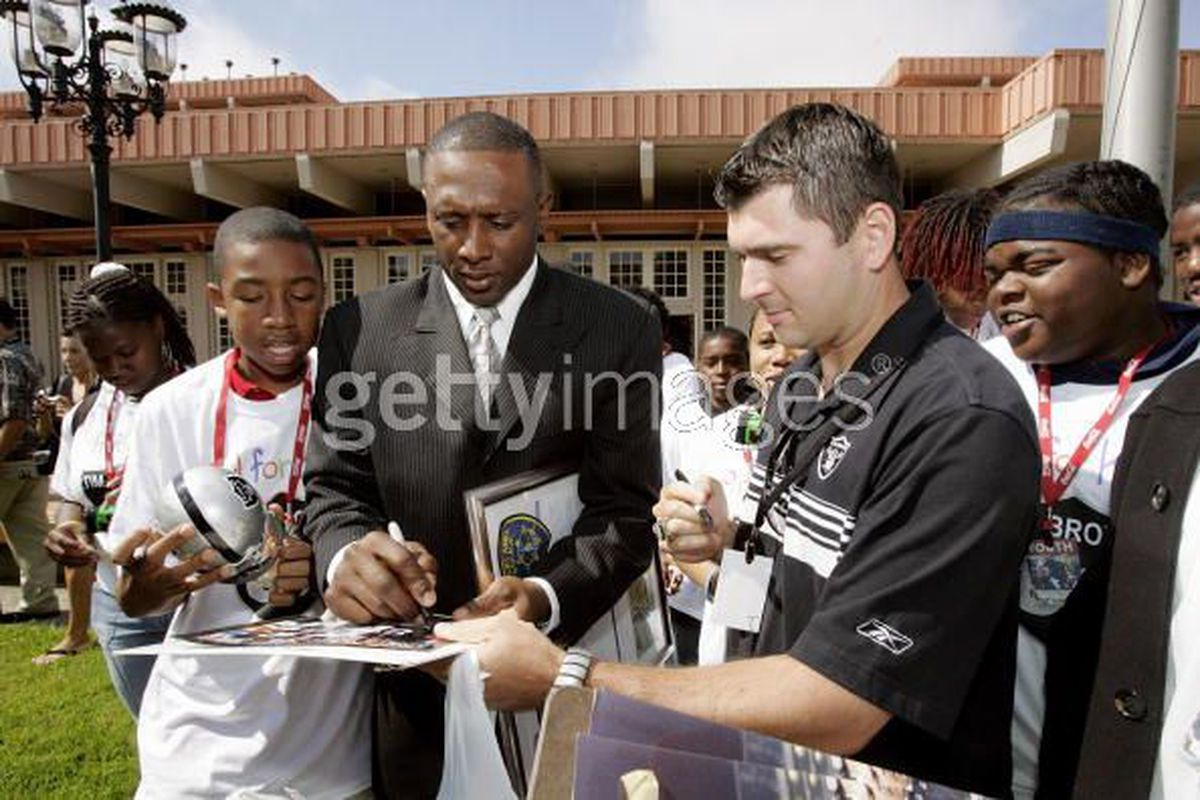 Tim Brown signing autographs.