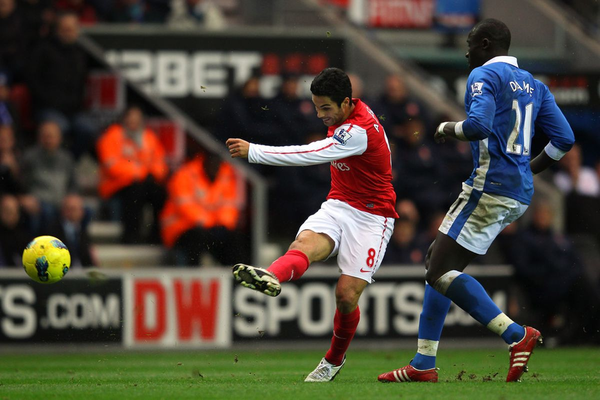 WIGAN, ENGLAND - DECEMBER 03:  Mikel Arteta of Arsenal scores the opening goal during the Barclays Premier League match between Wigan Athletic and Arsenal at the DW Stadium on December 3, 2011 in Wigan, England.  (Photo by Alex Livesey/Getty Images)